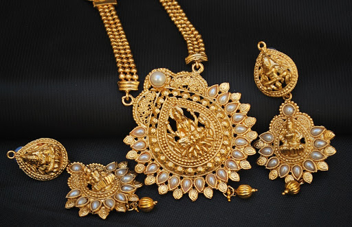 What are the common Indian woman's jewelry on wedding day